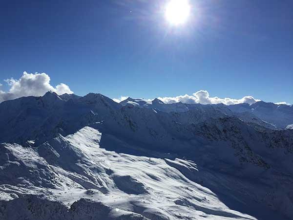 Verschneite Bergwelt in Obergurgl-Hochgurgl, Ötztal, Tirol, Ski-Opening