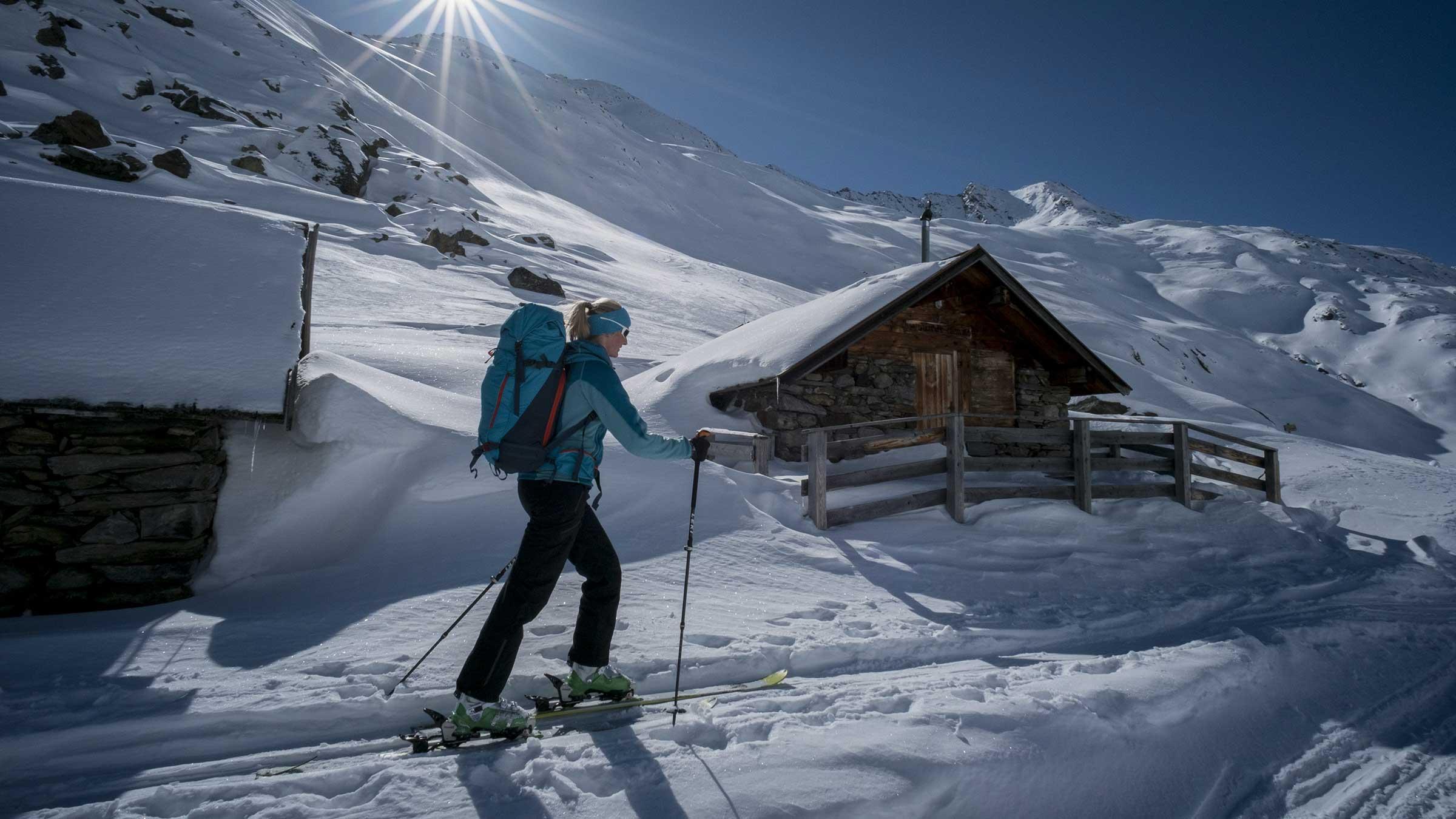 Skitourengeherin in Obergurgl-Hochgurgl - Powder Snow Week Obergurgl-Hochgurgl