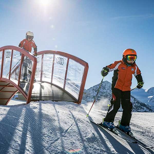 Skikids über Brücke - Funslope Obergurgl