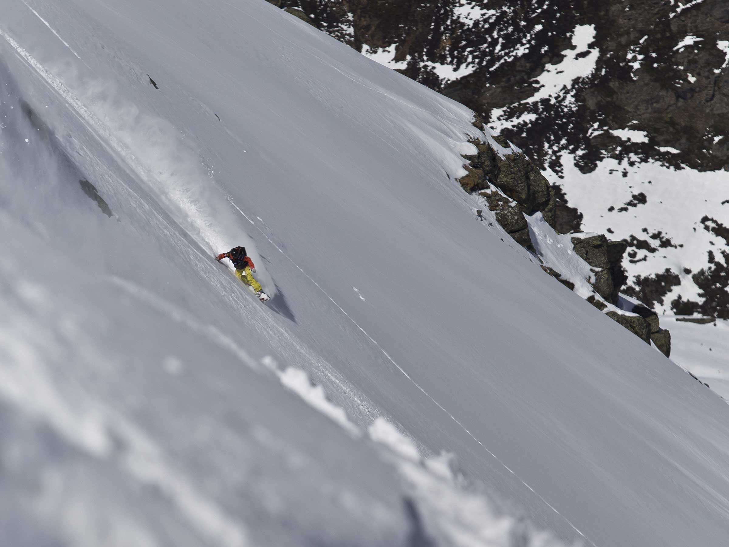 Turn Snowboarder im Powder - Open Faces Obergurgl-Hochgurgl