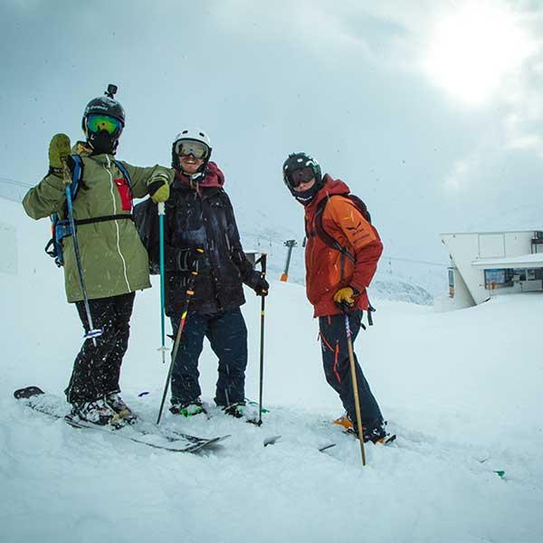 3 Skifahrer posieren für Kamera - Freeriden Obergurgl-Hochgurgl