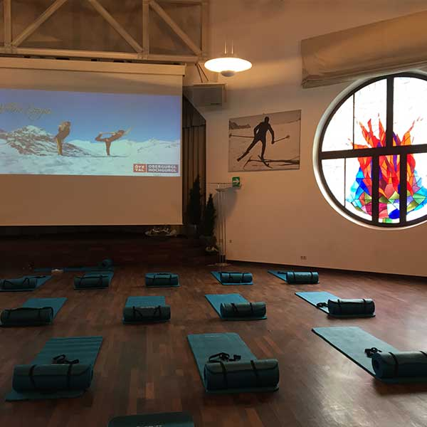 Yoga im Piccard-Saal - Skifinish Obergurgl-Hochgurgl