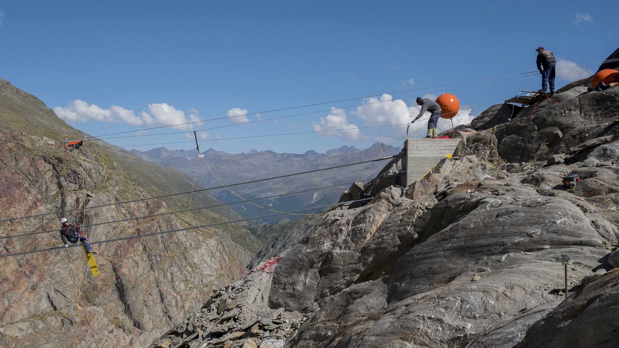 Brücke ins alpine Abenteuer: Die neue Piccard Brücke am Gurgler Ferner