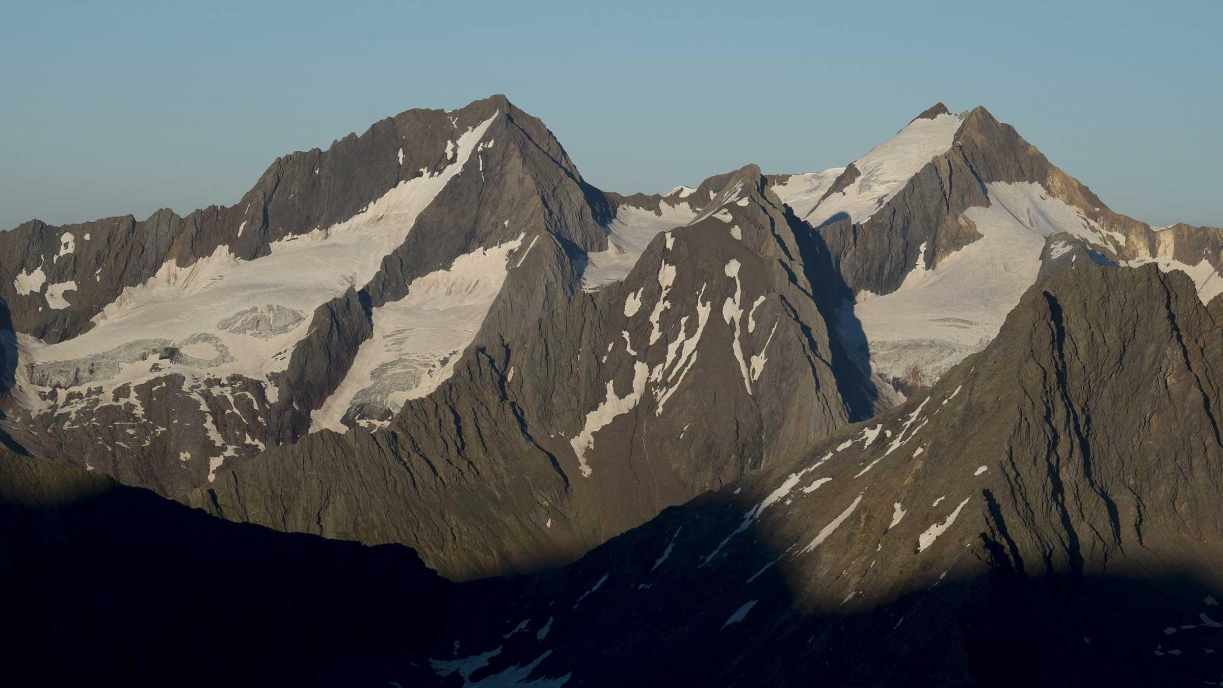 Blick auf Hochfirst und Granatenkogl - Mineraliensuche im Ötztal