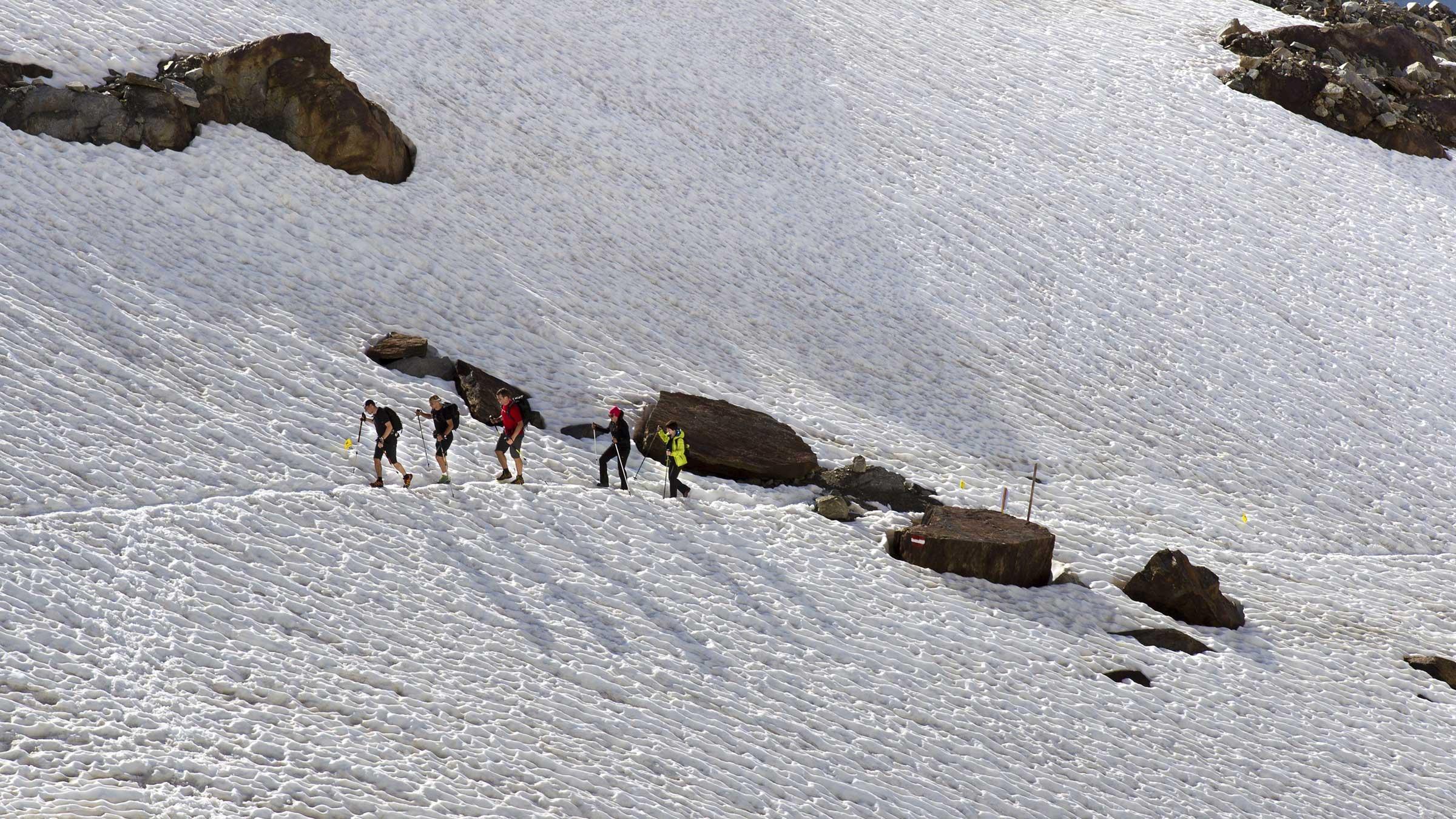 """""""Hüpfend"""" unterwegs in der Ötztaler Gletscherwelt: Der 45. Ötztaler Gletscherflohmarsch"""