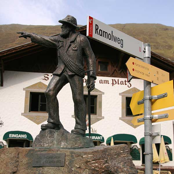 Martin Scheiber Denkmal in Obergurgl - Ramolhaus Obergurgl-Hochgurgl