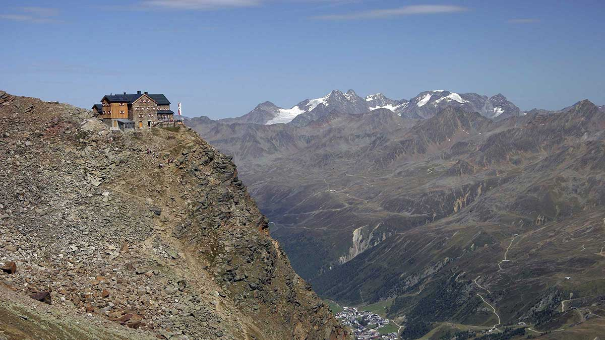 Blick auf das Ramolhaus mit Obergurgl im Hintergrund - Ramolhaus Obergurgl-Hochgurgl
