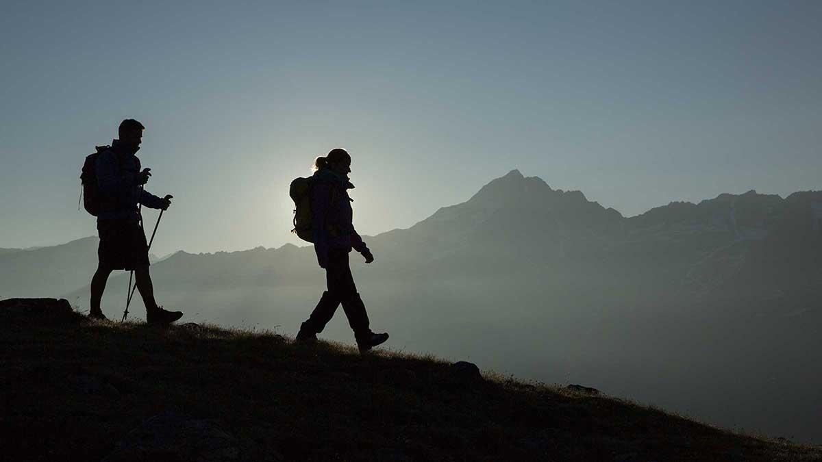 Zwei Wanderer am Soomsee - Wanderpackliste