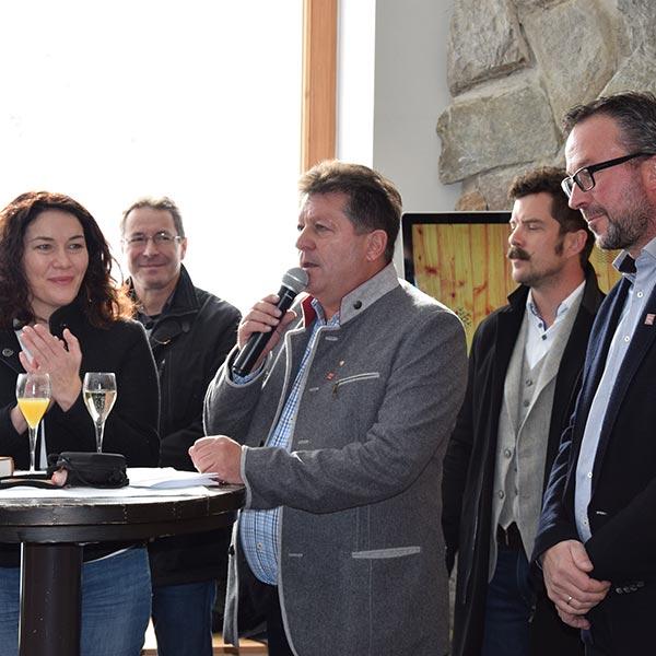 Prominenz bei Eröffnung - Naturpark Ötztal Infopoint Hohe Mut Alm