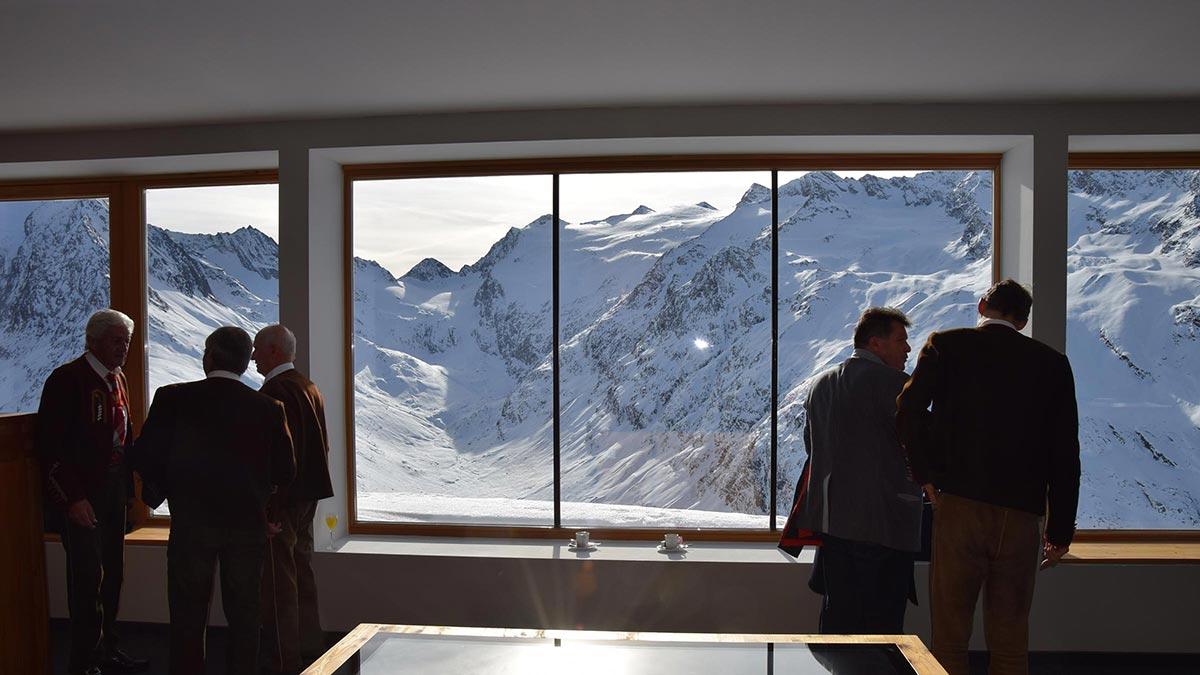 Blick auf Bergwelt - Naturpark Ötztal Infopoint Hohe Mut Alm