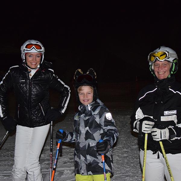 Urlaubsgäste vor der 1. Abfahrt - Nachtskilauf Nachtrodeln Obergurgl-Hochgurgl