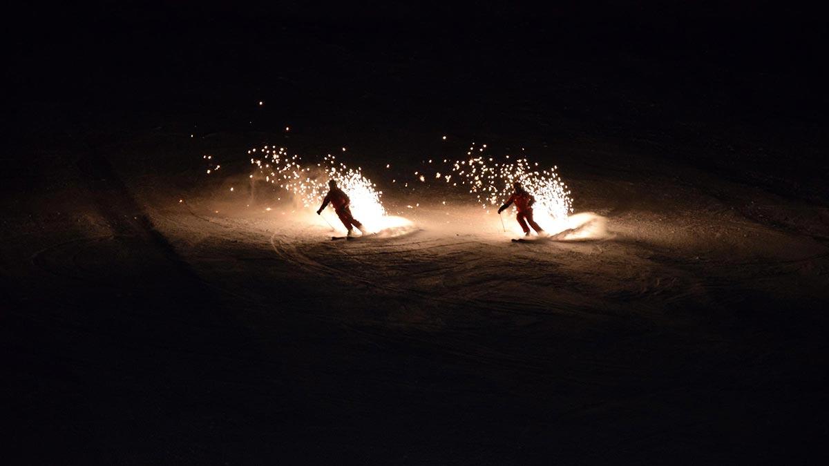 Sprühskier während Ski Show - Nachtskilauf Nachtrodeln Obergurgl-Hochgurgl
