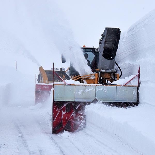 Schneeräumung am Timmelsjoch - Timmelsjoch Hochalpenstraße