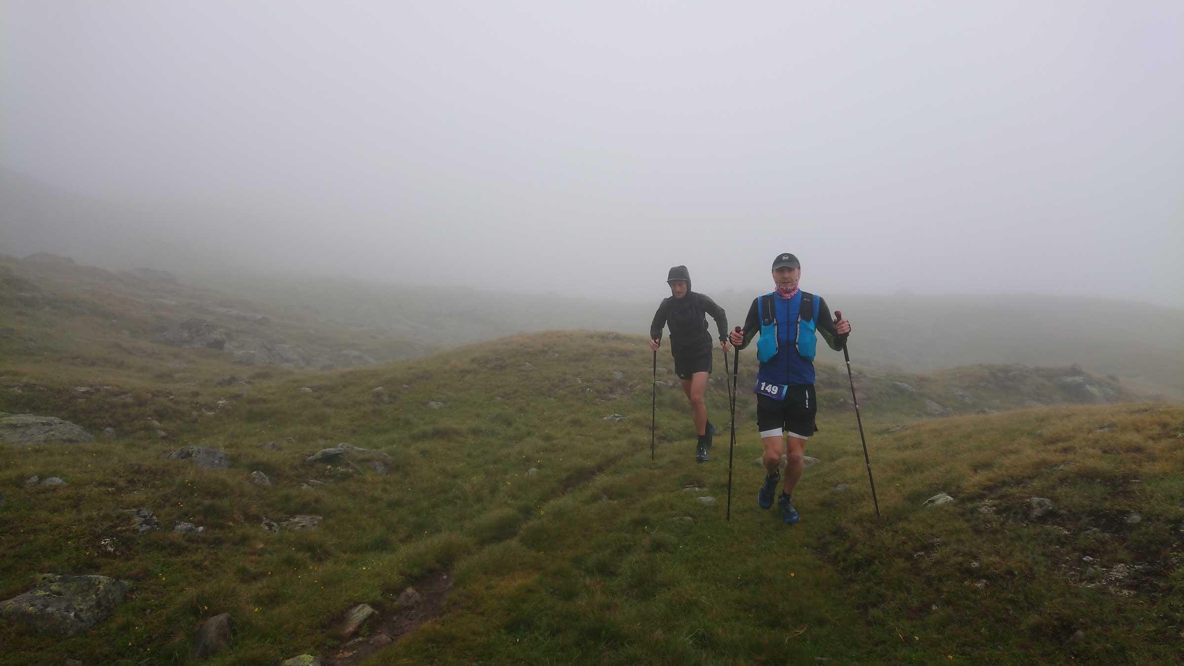 Zwei Gletschertrailrun-Teilnehmer im Nebel - Gletscher Trailrun Obergurgl-Hochgurgl