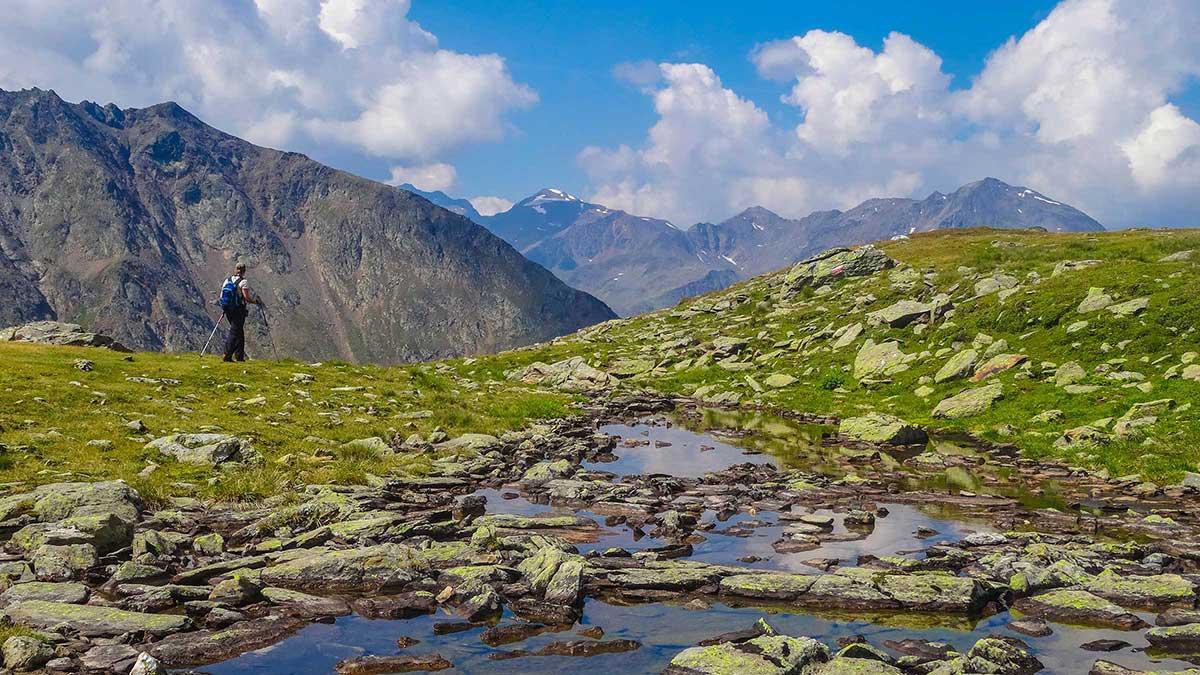 Wanderer am Hochstubai Panoramaweg - Timmelsjoch Sölden Hochstubai Panoramaweg